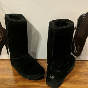 UGG black classic tall boots sz 6W exc. cond